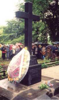 Памятный крест установленный 7 июля 2007 года_Искрисковщина