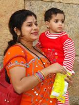 Жінка з дитиною.