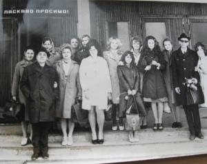 Эдуард Линдер со студентами и преподавателями факультета английского языка
