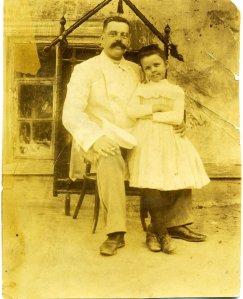 Михаил Смирнов с дочерью Людмилой (начало ХХ века, Сумы